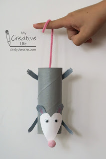 Make a cute opossom from a cardboard tube!