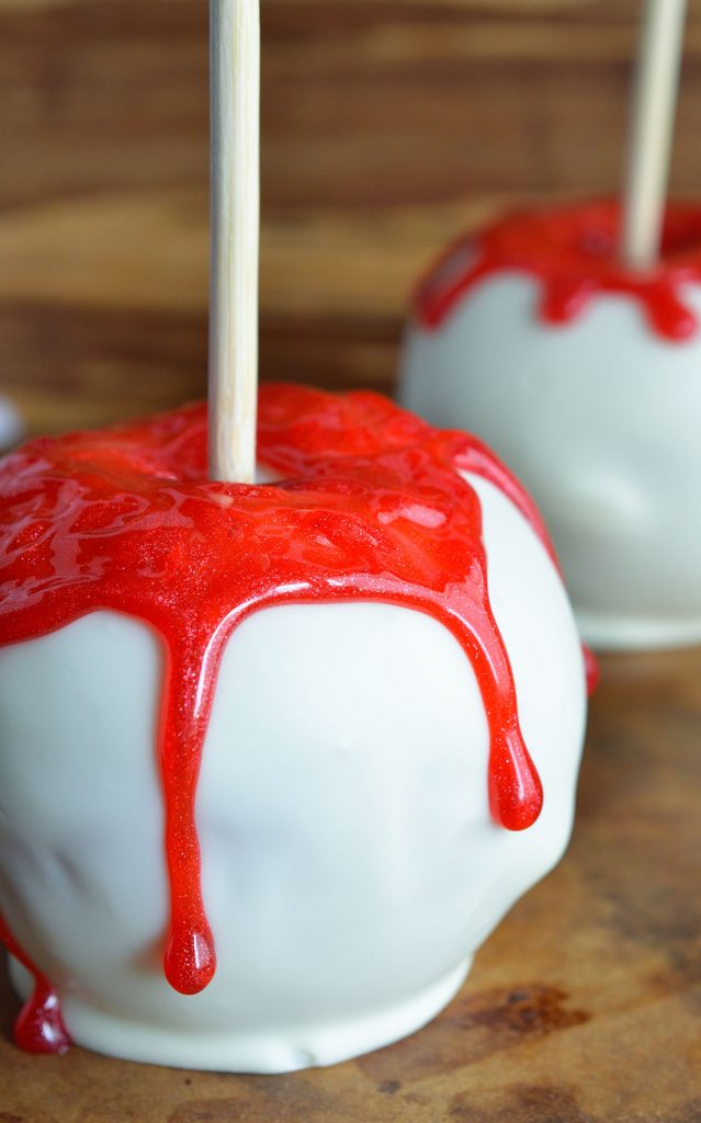 Yummy, creepy and easy - bloody white chocolate apples for Halloween.