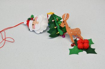 Easy Felt Craft – How to Make a Felt Hanging Decoration for Christmas