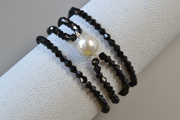 How to Make Chic White Pearl Bead Bracelet with Black Glass Beads