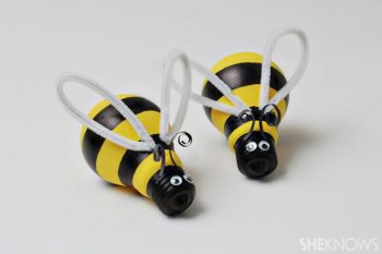 Turn a burned out light bulb into an adorable bumblebee