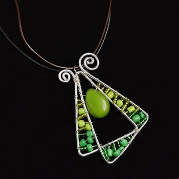 Seed bead pendant necklace