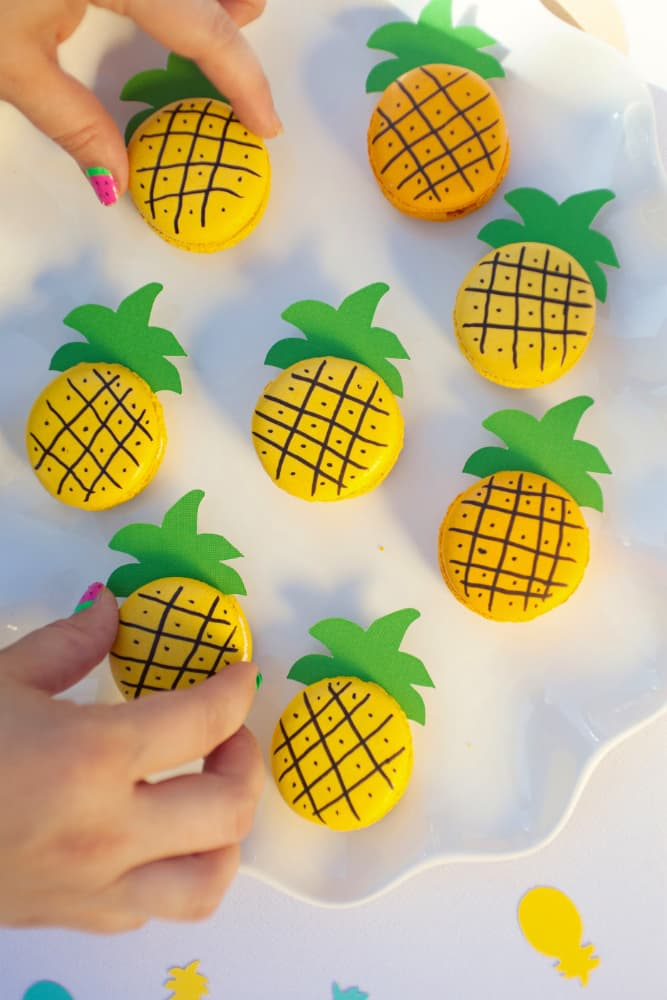 Turn macarons into cute little pineapples