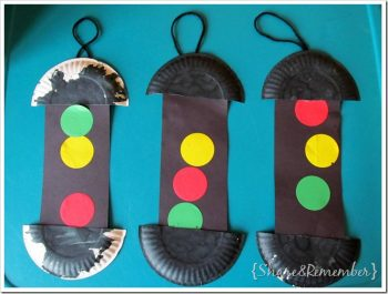 Paper plate traffic lights for Transportation Week