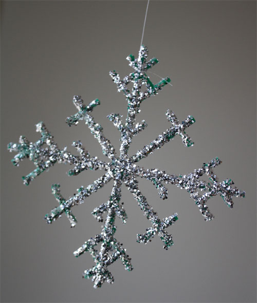 Turn berry baskets into snowflakes!