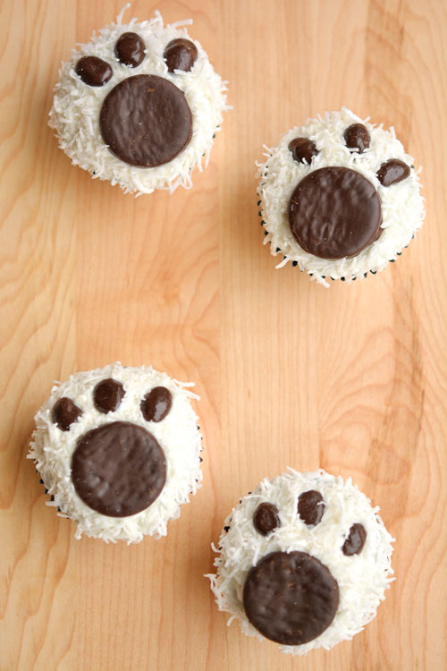 Adorable polar bear pawprint cupcakes