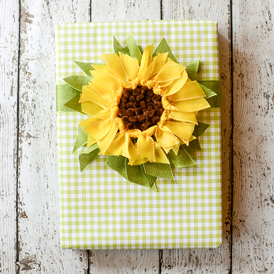 Make a ribbon sunflower gift topper to create this bright and sunny creative gift wrap.