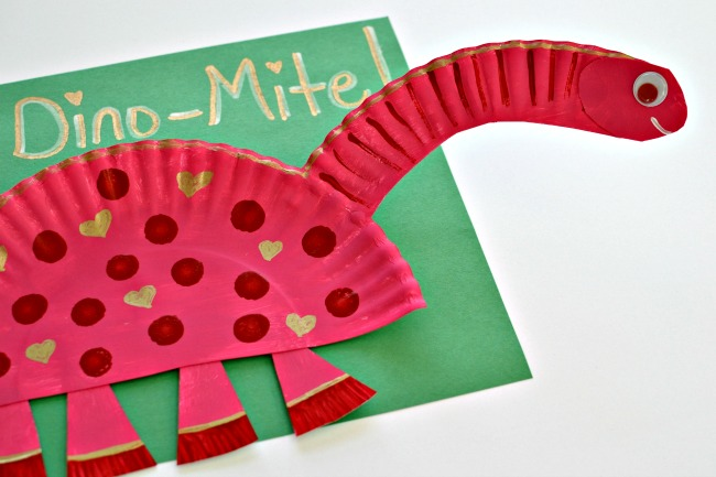 Tell friends and family how dino-mite you think they are with this cute paper plate valentine. The tutorial has instructions for a stegosaurus and ... & Dino-Mite Dinosaurs | Fun Family Crafts