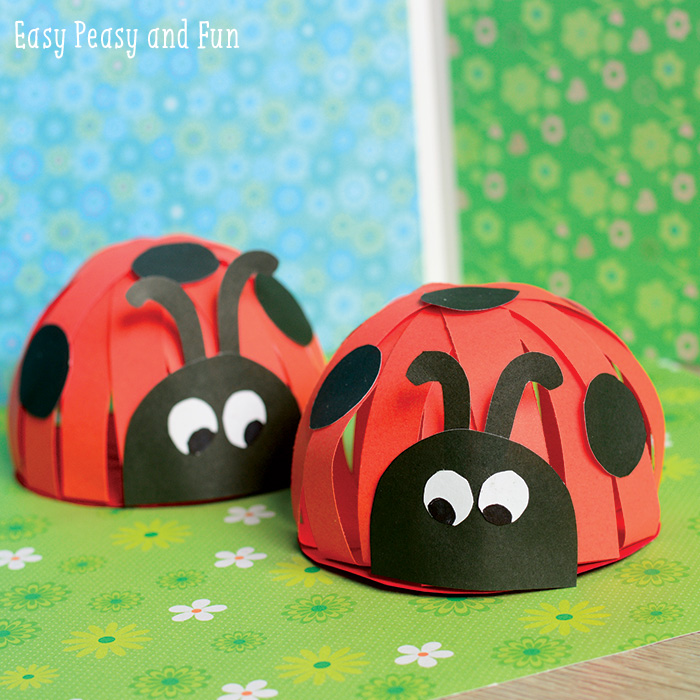 Construction paper ladybug fun family crafts for Easy crafts for kids with construction paper