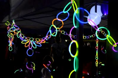 glow necklaces for glow in the dark party